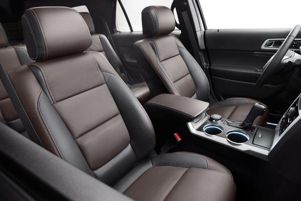 Ford Explorer Sport. Сиденья, дизайн которых разработан по мотивам коллекций домов моды Balenciaga и Prada.