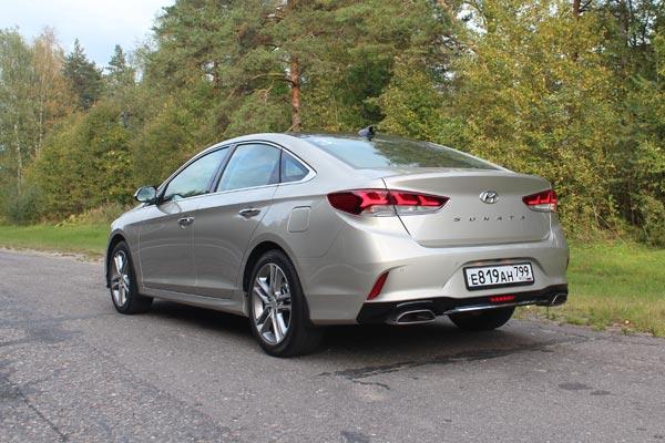Hyundai Sonata очень точно соответствует своему «классическому» названию, сохраняя привычные ценности в технических решениях и эргономике, и в то же время радуя современным дизайном и возможностями