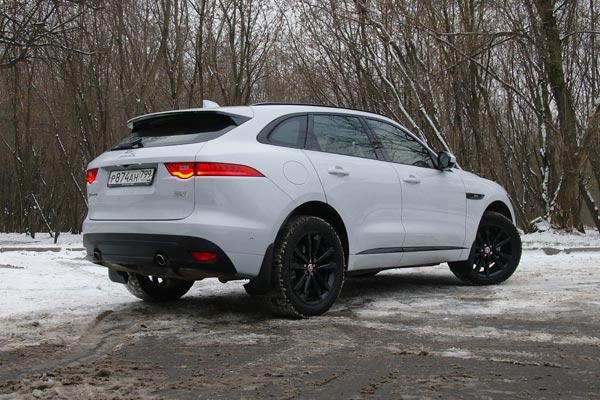 Jaguar F-Pace - автомобиль со спортивным характером, но при этом и с хорошими внедорожными качествами
