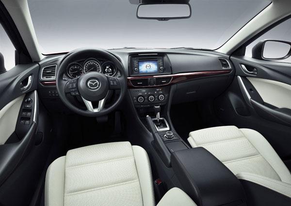 Інтер'єр седана Mazda6 третього покоління