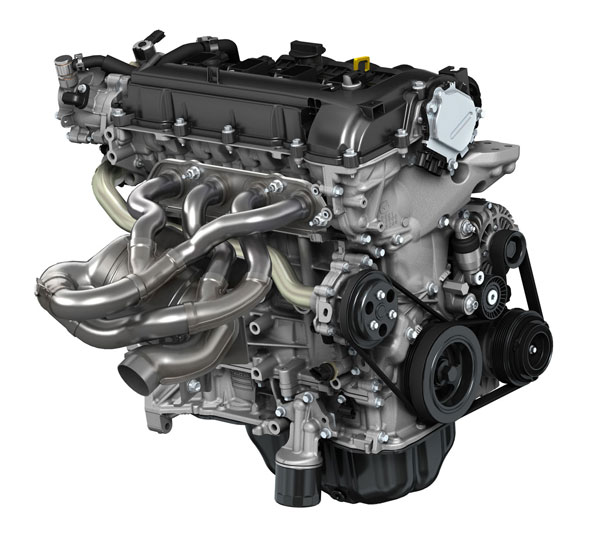 Дволітровий бензиновий двигун SKYACTIV-G. Тут добре видно складний і довгий випускний колектор