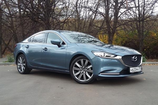 После рестайлинга Mazda6 стала еще краше. Подвела хромированные стрелки под оптикой, зажгла новые светодиоды