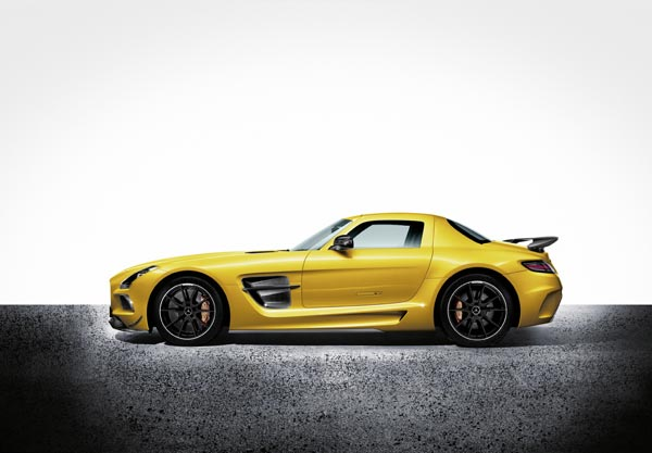 Суперкар Mercedes-Benz SLS Coupe Black Series