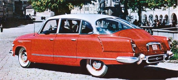 Стильный седан неплохо смотрелся на улицах старой Праги.