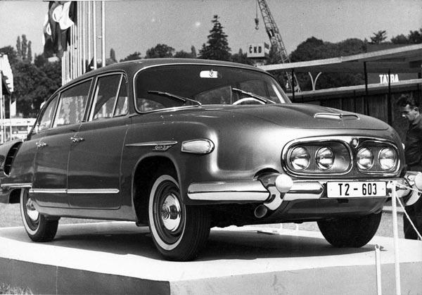 В 1962 появилась модернизированная модель T603-2 со сдвоенными фарами – вместо 3-«глазого» светоблока.