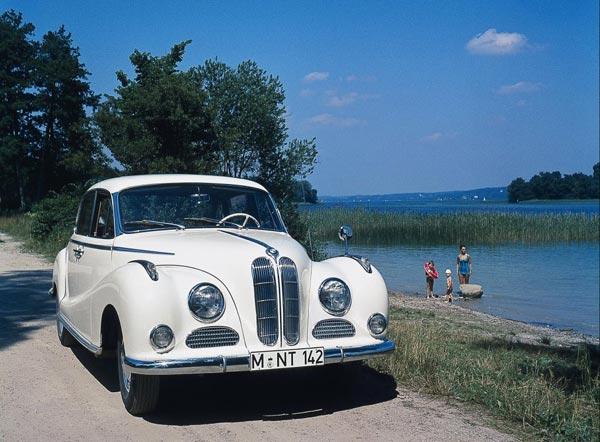 Классный BMW 502 внешне почти не отличался от сравнительной скромной 501-й модели.