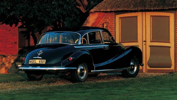 Хорошо сохранившийся экземпляр 502-й модели прекрасно смотрится на улице современного города.