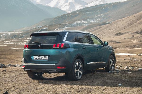 У Peugeot получился отличный семейный автомобиль с мускулистой внешностью настоящего кроссовера