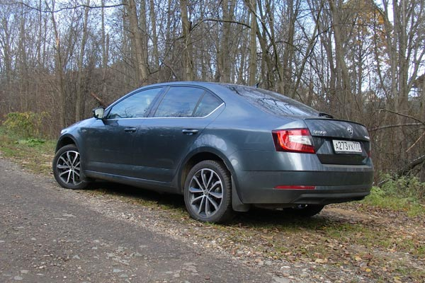 Skoda Octavia обладает просторным удобным салоном и большим багажником. В сочетании с приятной динамикой и управляемостью, а также низким расходом топлива, Octavia - отличный выбор на роль семейного автомобиля