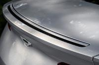 Реактивная струя воздуха, вырывающаяся через отверстие в крышке багажника, заменяет собой привычный задний спойлер