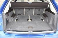 Кресла 3 ряда убираются в пол багажника и не занимают полезный объем