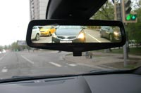 Зеркало заднего вида может показывать информацию с камеры