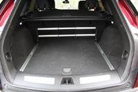 В багажнике предусмотрен удобный фиксатор для вещей