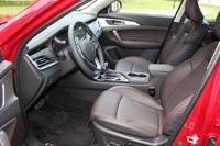 Кресло водителя регулируется электроприводом по 6 направлениям