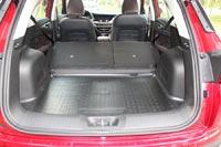 При складывании спинок задних сидений остается небольшая ступенька