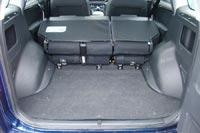 Спинки задних сидений при складывании образуют большую ступеньку