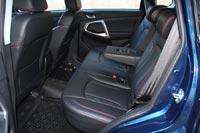 Задние кресла никак не регулируются, но угол наклона спинок подобран оптимально, места там достаточно много