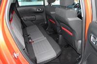 Задние сиденья регулируются по углу наклона и продольно