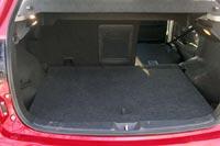 Багажник небольшой, но его объем легко увеличть, сложив спинки задних сидений