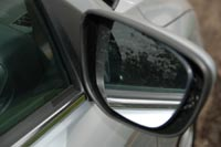 Боковые стекла в зоне зеркал остаются чистыми