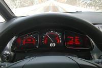 Значение скорости дублируется на цифровом дисплее....
