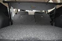 При складывании спинок задних сидений не образуется ровная площадка