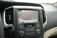 Автомобиль оснащен камерой заднего вида с разметкой траектории