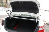 … но на крышке багажника нет внутренней ручки для закрывания