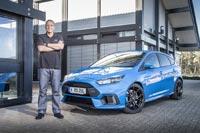 Руководитель проекта Ford Focus RS Тайрон Джонсон на испытательном заводском полигоне в Бельгии