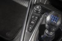 Выбор режима управления в системе Selectable Drive Modes осуществляется посредством переключателя, расположенного рядом с рычагом коробки передач