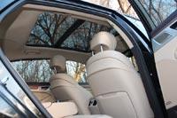Складывается ощущение, что корейцы пытаются дать в Е-классе потребителю то, что у других автопроизводителей доступно лишь в представительском размере