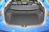 Шторка багажника доступна только в средней и максимальной комплектациях