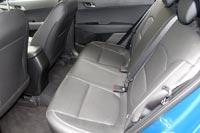 На заднем ряду никаких удобств и регулировок, кроме подогрева сидений, не предусмотрено