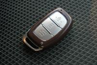 Даже ключ выглядит солиднее чем у некоторых автомобилей премиального сегмента
