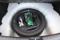 под полом нашлось место для полноразмерного запасного колеса