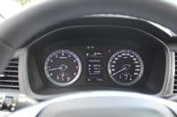 Приборная панель выполнена в привычном для всех моделей Hyundai стиле