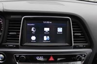 Навигационная система с сенсорным экраном 8 и интеграцией со смартфонами