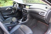 Интерьер представляет собой симбиоз деталей от Infiniti и Mercedes-Benz