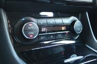 Уже в начальных комплектациях автомобиль оснащается 2-зонным климат-контролем и обогревом передних сидений