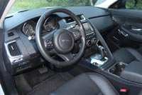Водительское кресло очень удобное, электроприводами оснащено все кроме подголовника