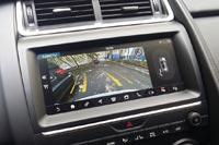 Мультимедийная система Touch Pro с 10-дюймовым сенсорным экраном порадовала быстродействием и яркой графикой