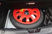 Под полом запасное колесо - «докатка»
