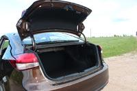 Петли багажника ничем не прикрыты и могут повредить груз