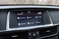 Мультимедийная система достаточно современная, с сенсорным экраном
