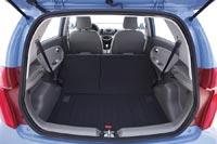 Заднее сиденье складывается по частям, увеличивая объем багажника до 918 л