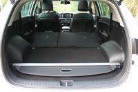 Предусмотрено место для хранения шторки багажника