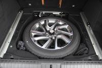 Под полом полноразмерное запасное колесо