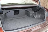 Багажник с вполне приличными 490 литрами большим не выглядит