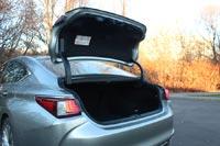 Крышка багажника снабжена электроприводом