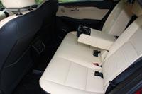 Спинки задних сидений регулируются по углу наклона